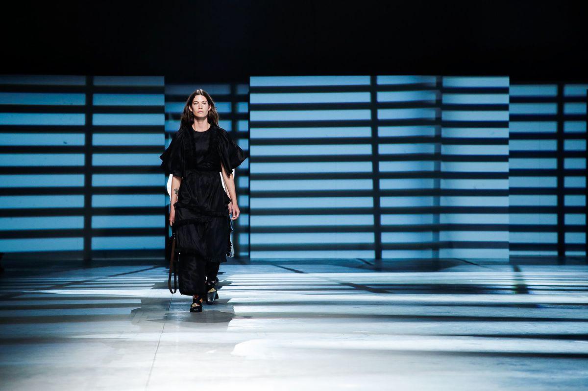 Лондонская неделя моды: готические платья, которые будут в тренде в 2020 году