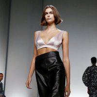 Оптический принт и асимметричные юбки: Givenchy представили весенне-летнюю коллекцию