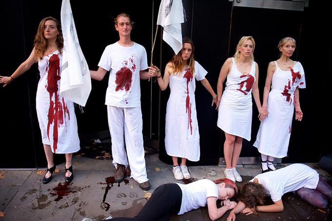Против кожи и экологического ущерба: во время London Fashion Week прошло два протеста