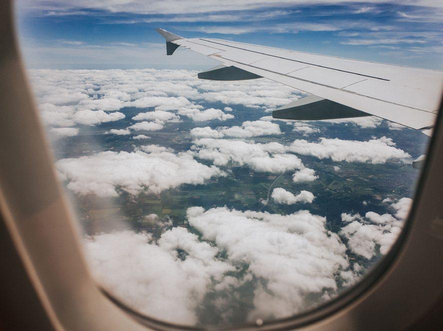 Плейлист для путешествия: что слушать в самолёте