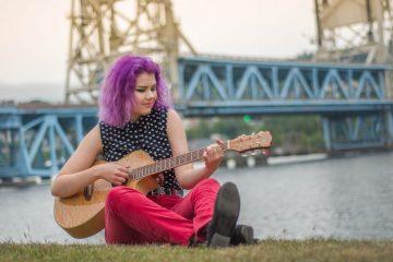 Фиолетовые пучки: яркое окрашивание для смелых личностей