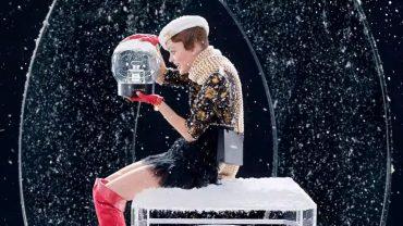 Chanel выпустили рождественскую рекламу c Лили-Роуз Депп