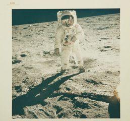Sotheby's проведет первую в мире продажу космической фотографии