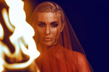 Танцы у костра: MARUV выпустила откровенный клип на песню Don't Stop