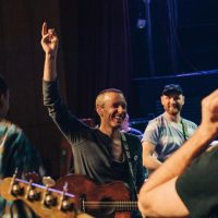 """""""Champion Of The World"""": группа Coldplay презентовала клип о буллинге и детских мечтах"""