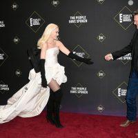 Ким Кардашян, Крис Дженнер и Гвен Стефани: яркие наряды на церемонии People's Choice Awards