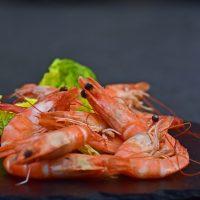 Современная классика: рецепт оливье с креветками
