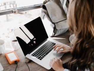 Одежда, электроника и косметика: сколько украинцы потратили онлайн в 2019 году