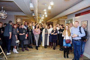 Картины написанные вином: фоторепортаж с открытия выставки Юлии Захаровой