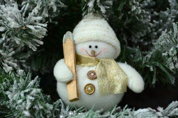 День снежных ангелов: милые фото снеговиков