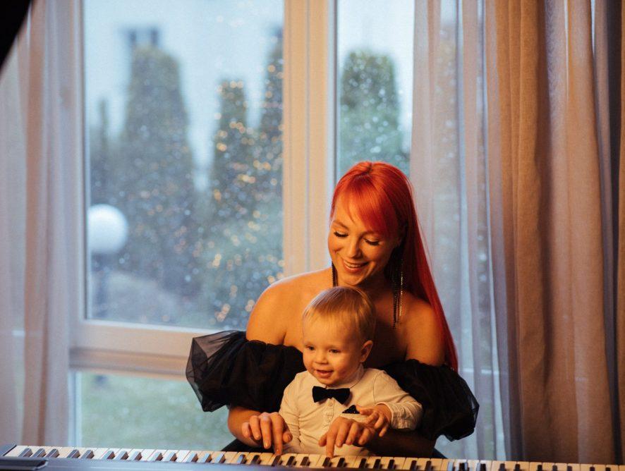 Светлана Тарабарова в клипе показала своего сына