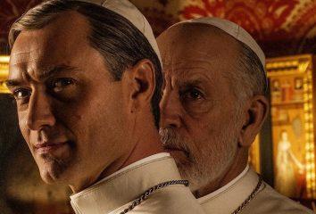 """Сцену из сериала """"Новый Папа"""" сочли оскорбительной в Венеции"""