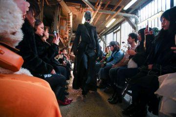 Модели в масках, веревки и многослойность: что Aganovich показали на парижском подиуме