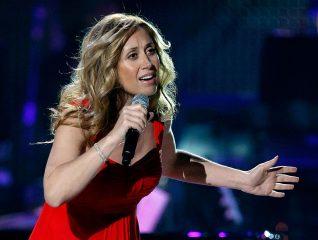 Лара Фабиан отмечает 51-летие: топ-5 лучших песен французской певицы