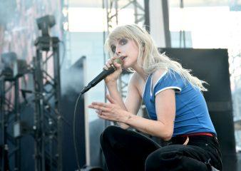 Голышом в лесу: фронтвумен Paramore выпустила первый сольный клип