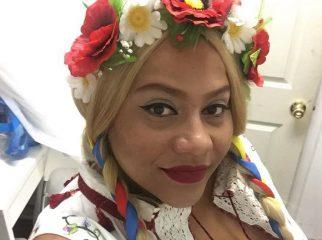 """""""Два кольори"""": американская певица впечатляет исполнением украинской песни"""