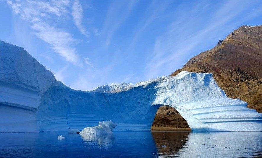 Гренландия планирует продавать талую воду с ледников