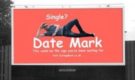 Одинокий британец назначает свидания через рекламный щит