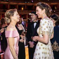 Кружевной комбинезон, сиреневое платье и страусиные перья: лучшие наряды гостей BAFTA 2020