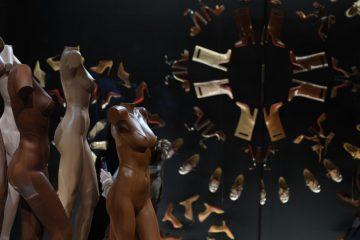 В Париже состоялось открытие юбилейной выставки Christian Louboutin