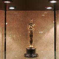 """Круиз, конфеты с коноплей и косметические услуги: что подарят номинантам на """"Оскар 2020"""""""