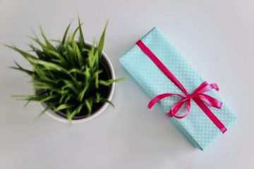 Чем порадовать: топ-8 подарков на 8 марта
