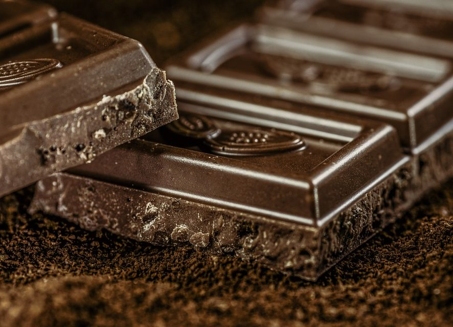 Основы правильного питания: диетолог рассказала, нужно ли отказываться от шоколада, кофе и хлеба