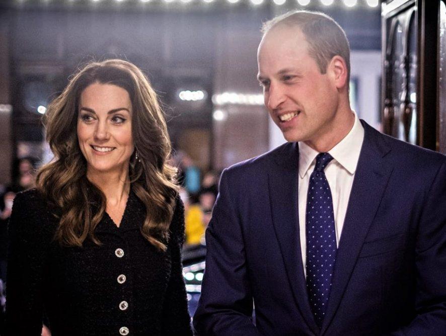 Принц Уильям и Кейт Миддлтон пообщались с детьми, которые продолжают ходить в школу