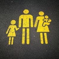 """6 советов, как успокоиться самим и не """"заражать"""" тревогой детей"""