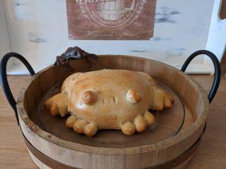 Хлебные лягушки: в соцсетях появился новый тренд с забавной выпечкой