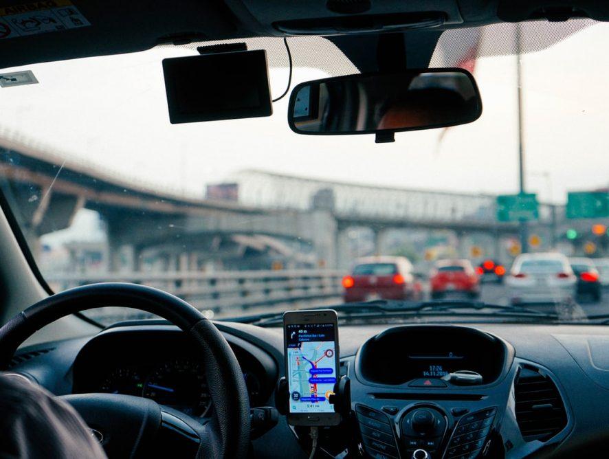 Uber потребует от водителей селфи в маске