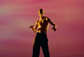 Реван Палюх показал брутальный танец в клипе Сони Сухоруковой