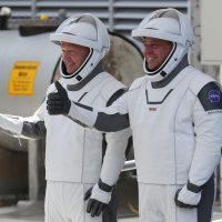 Скафандры астронавтов SpaceX создал дизайнер костюмов Железного человека