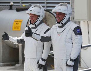 Компания Илона Маска впервые отправила астронавтов в космос: как это было