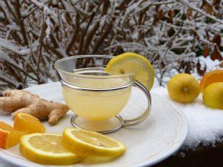 Диетолог развенчала миф о том, что лимон отбеливает зубы