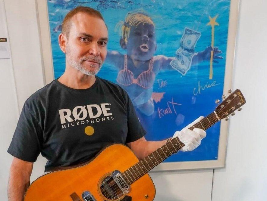 Легендарная гитара Курта Кобейна ушла с молотка за рекордную сумму
