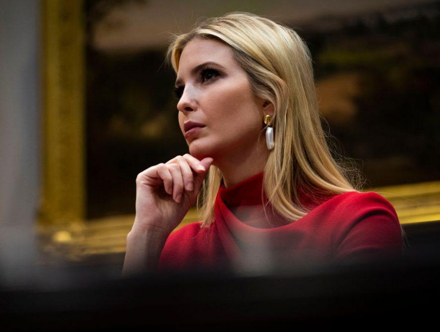 Иванка Трампблистала влетнем платье на брифинге в Белом доме