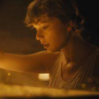 Без предупреждений: Тейлор Свифт выпустила второй альбом за год