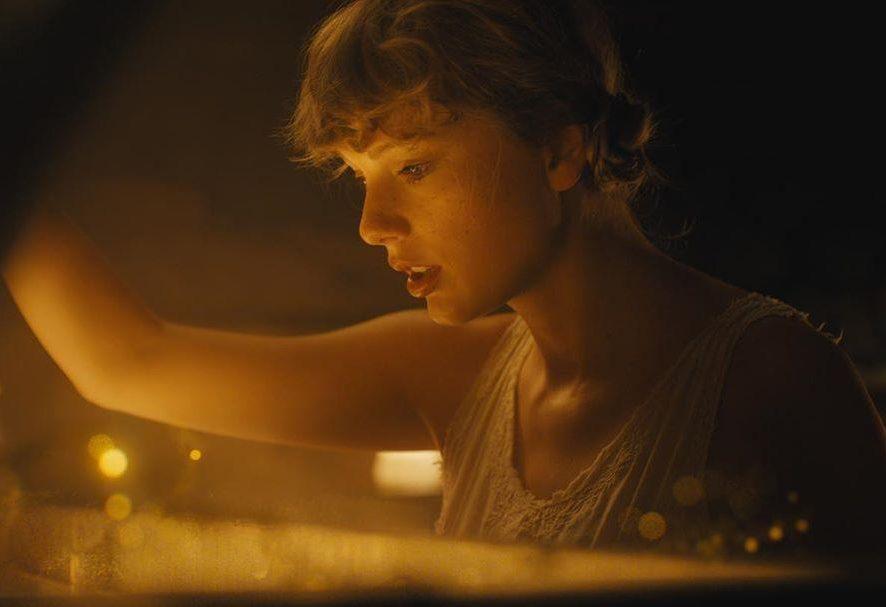 Folklore: последний альбом Тейлор Свифт ставит рекорд по продажам