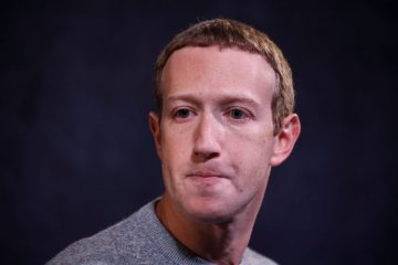 Марк Цукерберг переборщил с кремом от загара и стал мемом в соцсетях