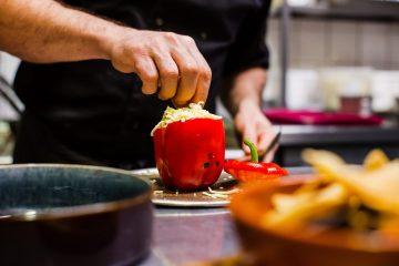 Перец, фаршированный омлетом: рецепт от врача-диетолога Светланы Фус