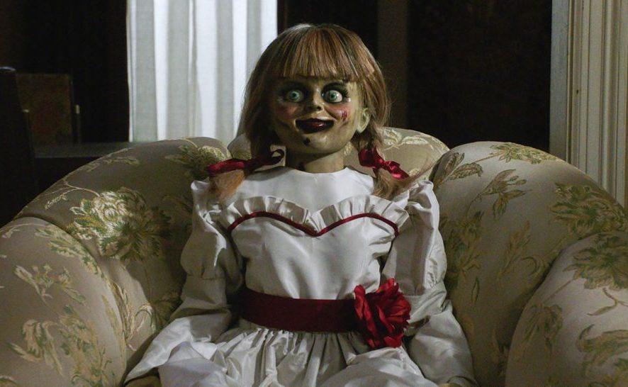 В Сети опубликовали ролик, чем занималась кукла Аннабель в самоизоляции
