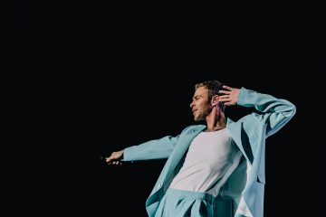 На вертолетной площадке и с любимыми хитами: как прошел концерт Макса Барских в Киеве