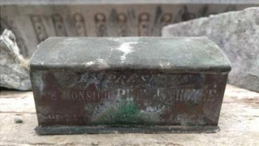 В Бельгии при ремонте фонтана нашли шкатулку с сердцем первого мэра