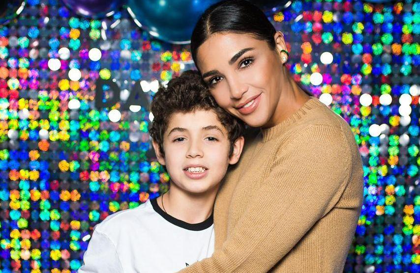 Санта Димопулос поделилась фотографиями с дня рождения сына