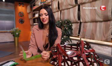Медична маска та голки: співачка Вікторія Сміюха показала, що є у її сумочці