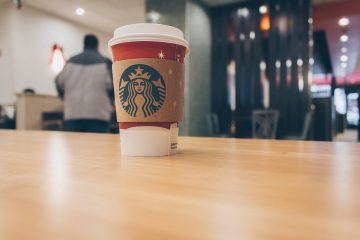 Starbucks виплатить клієнтці 12 тисяч євро за образливий малюнок на чашці