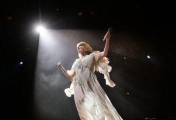 """Солістка Florence and the Machine працює над музикою для бродвейського мюзиклу """"Великий Гетсбі"""""""