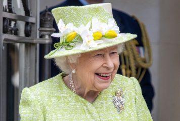 Єлизавета II провела ніч у лікарні