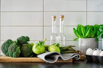 Які сезонні овочі та фрукти потрібно їсти навесні